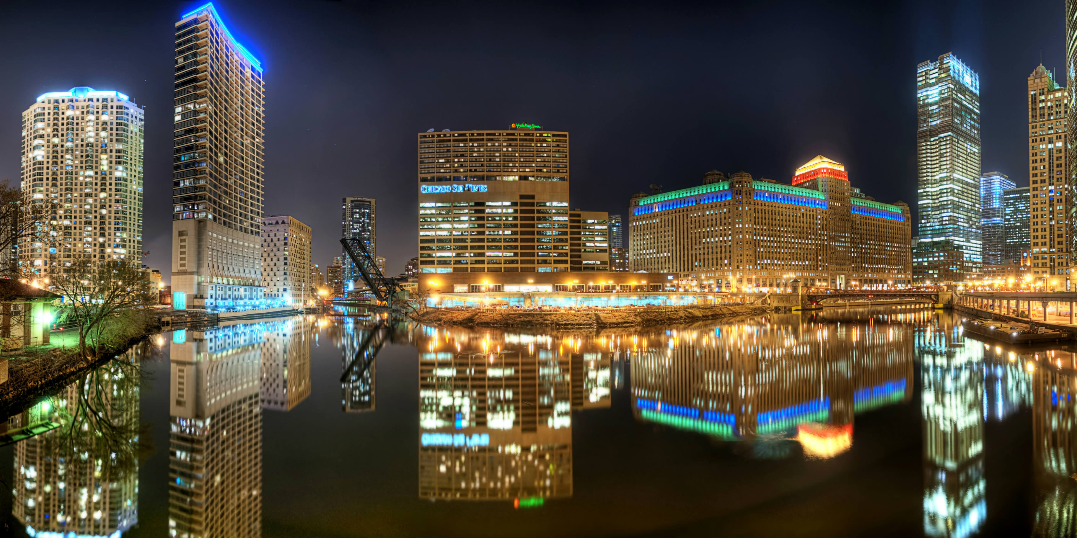 Chicago river at night - BANNER